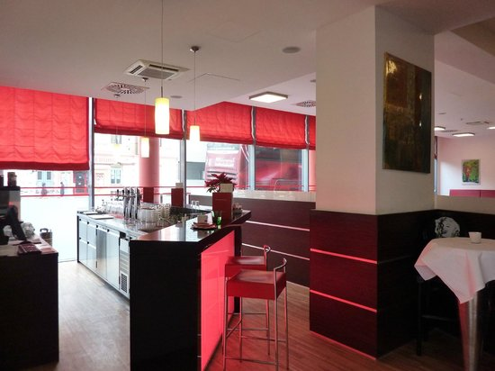 BEST WESTERN PLUS Amedia Hotel Graz: bar