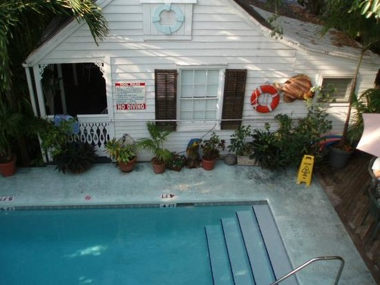 Blue Parrot Inn: upper deck view of the pool