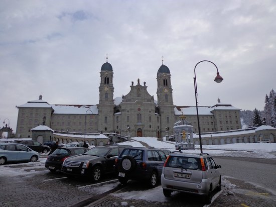 Einsiedeln, Suiza: Kloster gegenüber