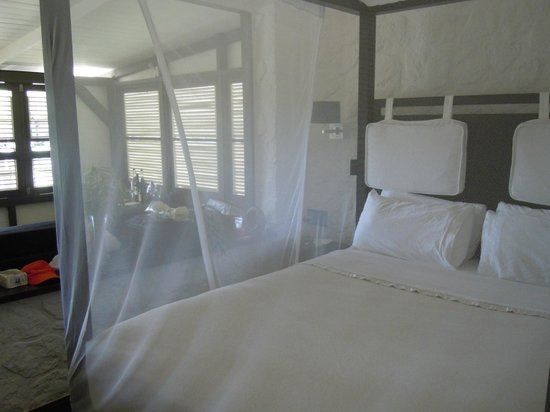 Boucan by Hotel Chocolat: Canopy Bed in Our Bungalow