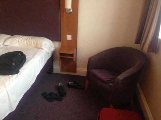 Premier Inn London Hampstead Hotel: Quarto espaçoso e confortável, com aquecedor/ar condicionado