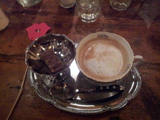 Moustache et ses Filles: cafe au lait