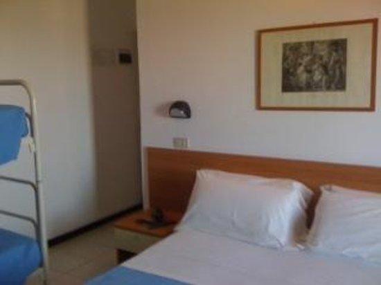 Camera matrimoniale con letto a castello. - Picture of Hotel Paloma ...