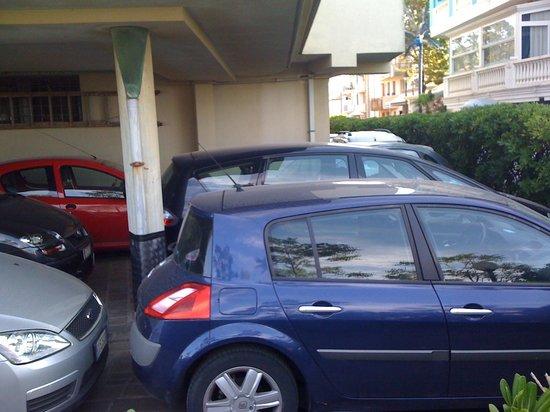 Hotel Paloma: Parcheggio hotel (gratuito / posti limitati)