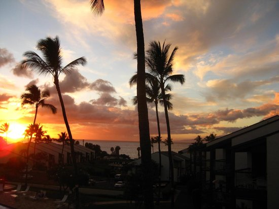 Hale Kamaole: Sunset from my condo lanai