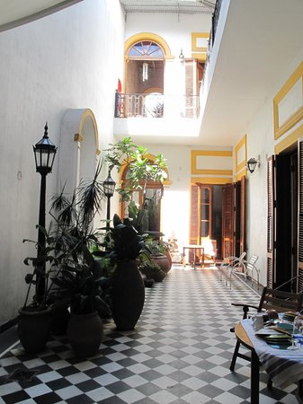La Antigua Casa de Brigit: Central courtyard from ground floor