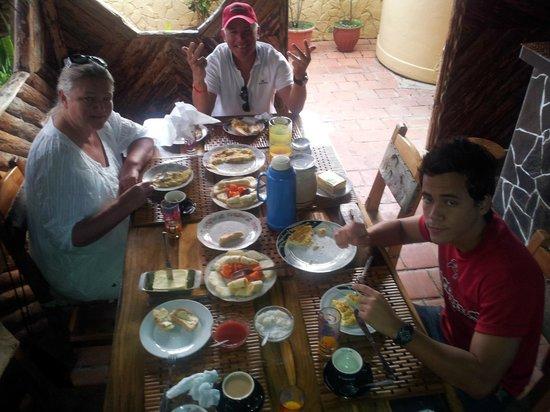 Casa Teresa Hernandez: Eating breakfast