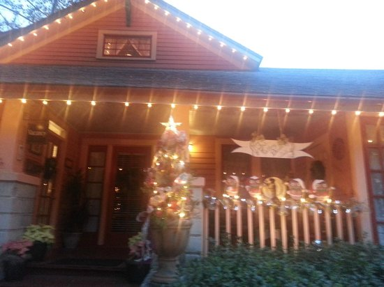 The Saragossa Inn: Christmas Lights at Saragossa Inn