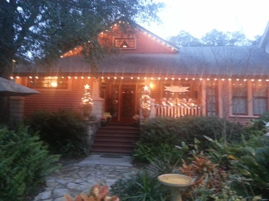 The Saragossa Inn B&B: Christmas Lights at Saragossa Inn