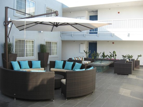 The Inn at Marina del Rey: Courtyard