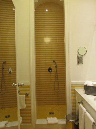 Palazzo Jannuzzi Relais: Huge shower