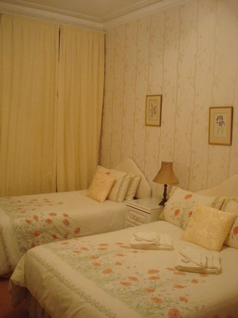 Glengarry Guest House: Room