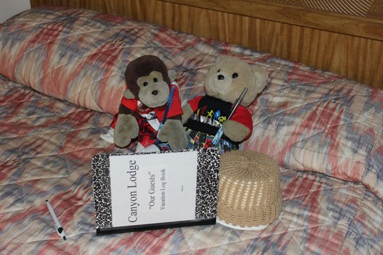 Canyon Lodge Motel: Chipo and Alejito leaving a message in the Vacation log Book