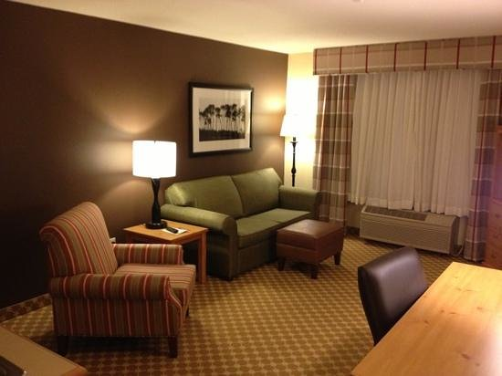 Country Inn & Suites By Carlson, Albert Lea: Living room area, kitchenette room