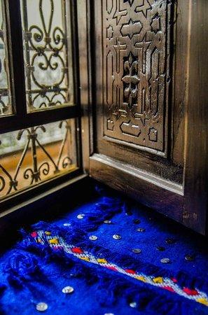 Dar Charkia: window, sahara room