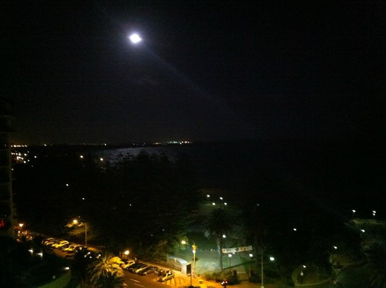 Rydges Cronulla: moonlight over Cronulla beach