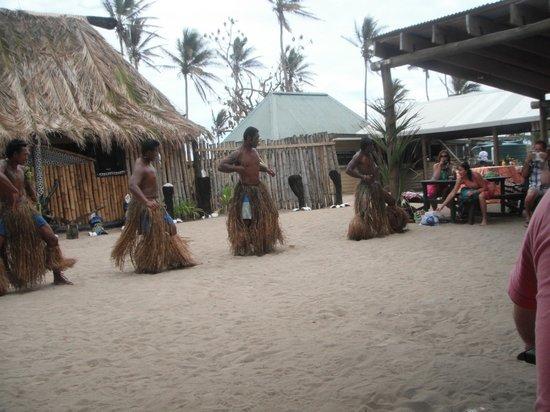 Robinson Crusoe Island: Dancers