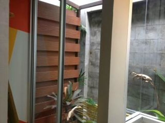 Phu NaNa Boutique Hotel: inside out inside your room shower and bathroom, nice