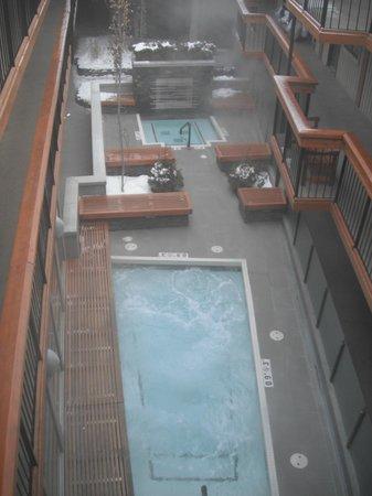 Banff Aspen Lodge: cour intérieur de l'hôtel mais extérieur