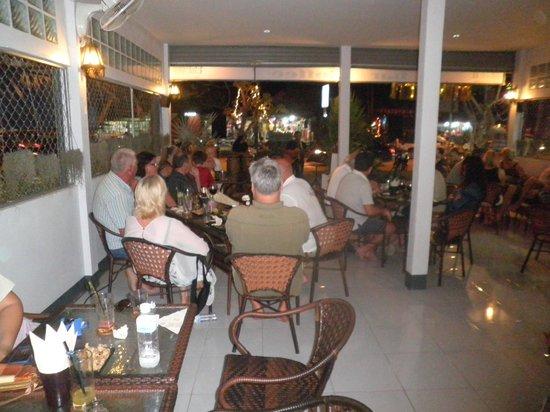 Black Coral Bar Coffee: Mingel