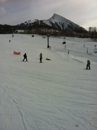 The Elevation Hotel & Spa: Ski slopes -Green Houston area - beginning