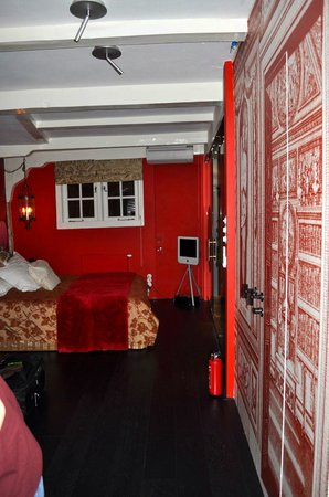 Boutique B&B Kamer01: Red Room Bed 1