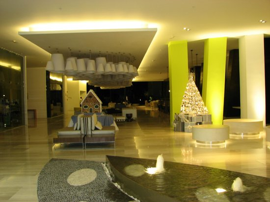 Hilton Puerto Vallarta Resort: Ultra-Modern Open Air Lobby at Night