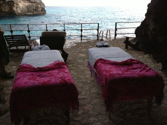 Villas Sur Mer: Couples massage at sunset