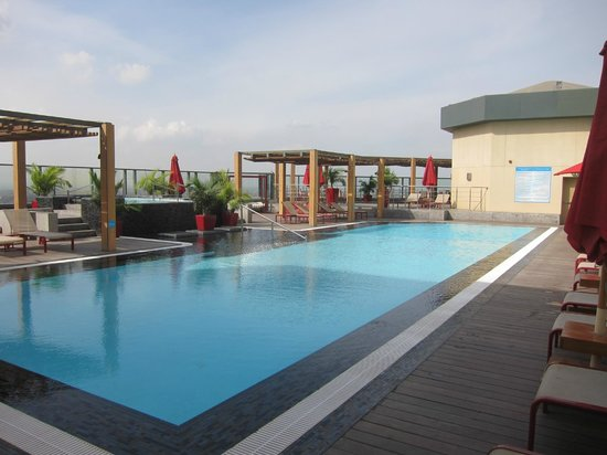 Fairmont Cairo, Nile City: Rooftop pool, Fairmont Nile City - Cairo