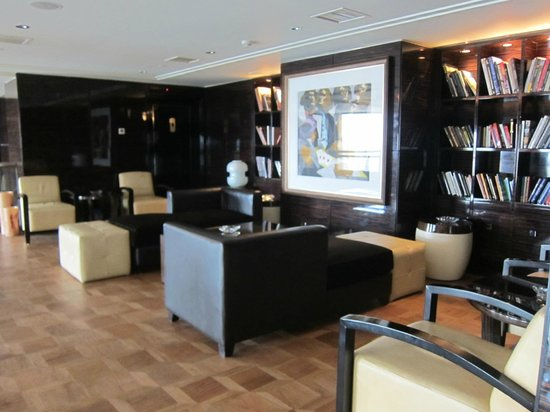 Fairmont Gold Club Lounge area - library, Fairmont Nile City - Cairo