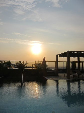 Rooftop pool area, Fairmont Nile City - Cairo