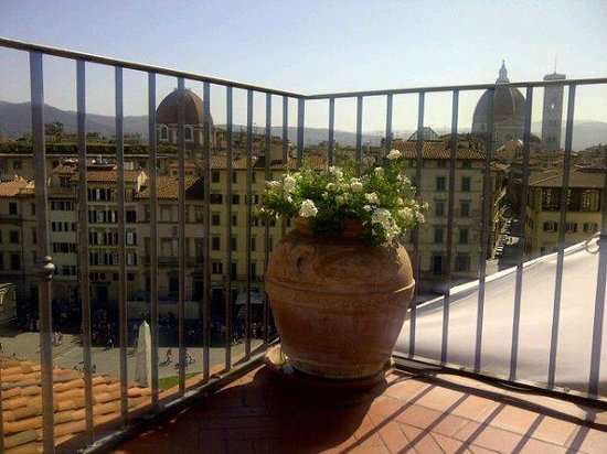 Grand Hotel Minerva: The view from sunbed, poolside roof terrace