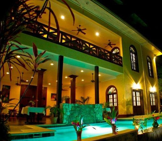 Mahogany Hall Boutique Resort : The view from the river!