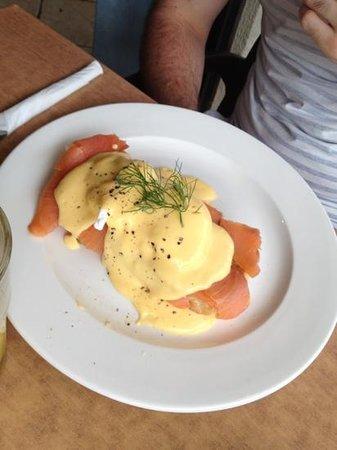 Driftin' Coffee Bar Restaurant: salmon eggs Benedict