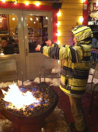 Bistro 412: Fire pit outside