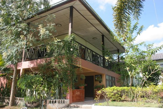 Malee Lakeside Resort: main building