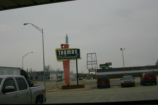 Thomas Restaurant: Sign