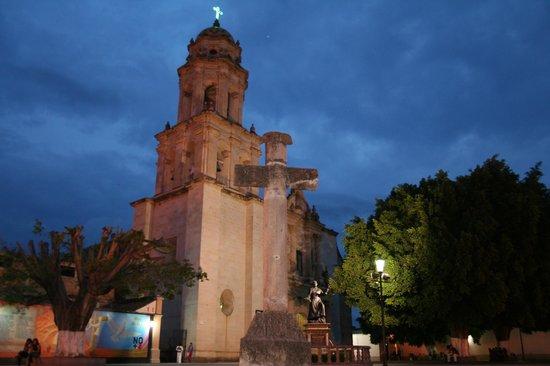 La Casa De Los Patios Hotel and Spa: Poblado de Sayula, Vista General del Templo