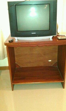 Twin Bay Resort: tv in room...