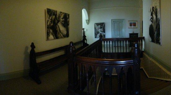 Bishopscourt Bed and Breakfast: Upstairs stairway