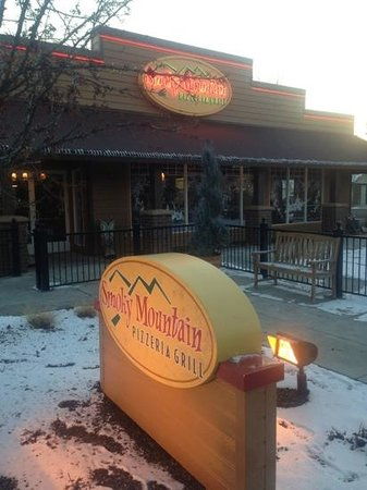 Smoky Mountain Pizzeria Grill: Smoky Mountain in Eagle Idaho