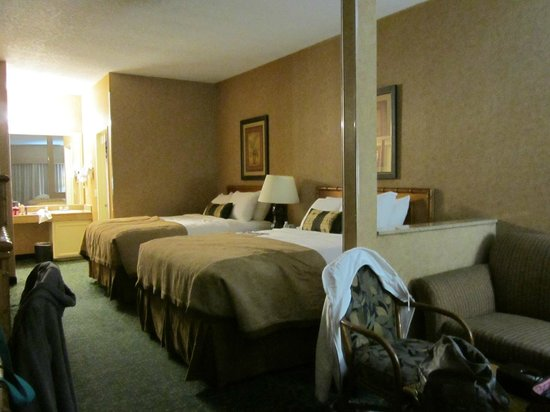 BEST WESTERN PLUS Park Place Inn - Mini Suites: 2 queens and queen sofa