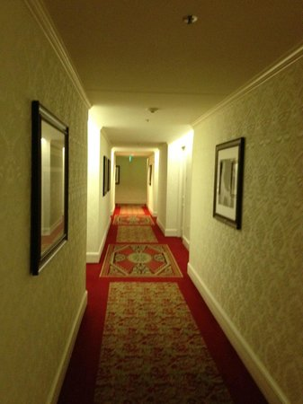 The Langham, Boston : Hallway