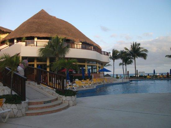 The Reef Coco Beach: Restaurant Area