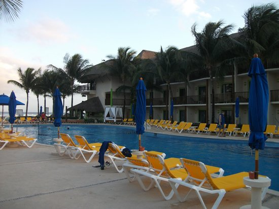 The Reef Coco Beach: By the pool