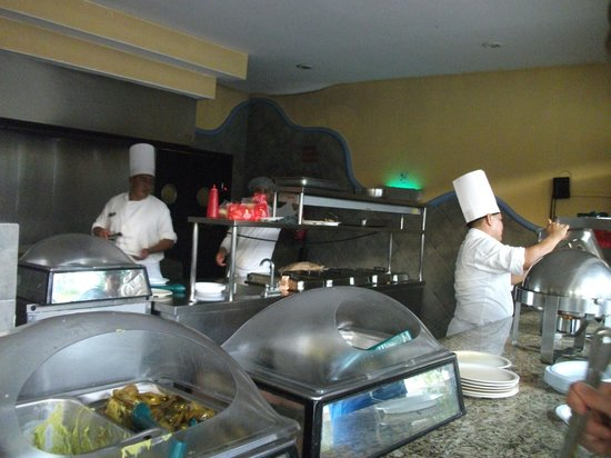 The Reef Coco Beach: Snack Bar