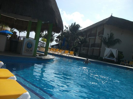 The Reef Coco Beach: Pool Bar