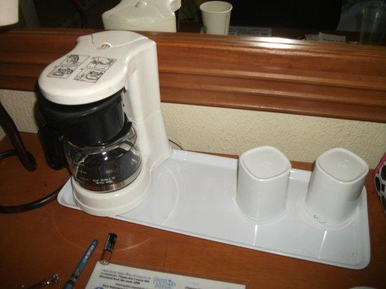 The Reef Coco Beach: Coffee Pot - no coffee
