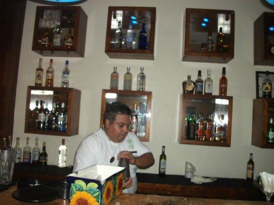 The Reef Coco Beach: Lobby Bar - Gilberto, Bartender