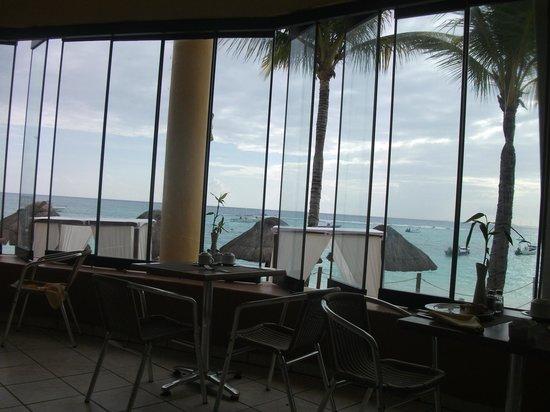 The Reef Coco Beach: View from Buffet Area toward Beach
